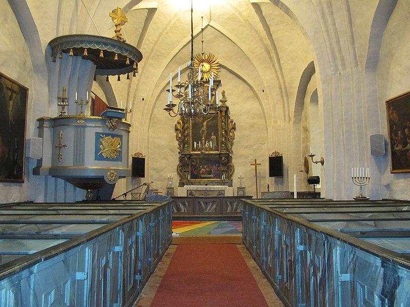 Lunda kyrka int01.jpg