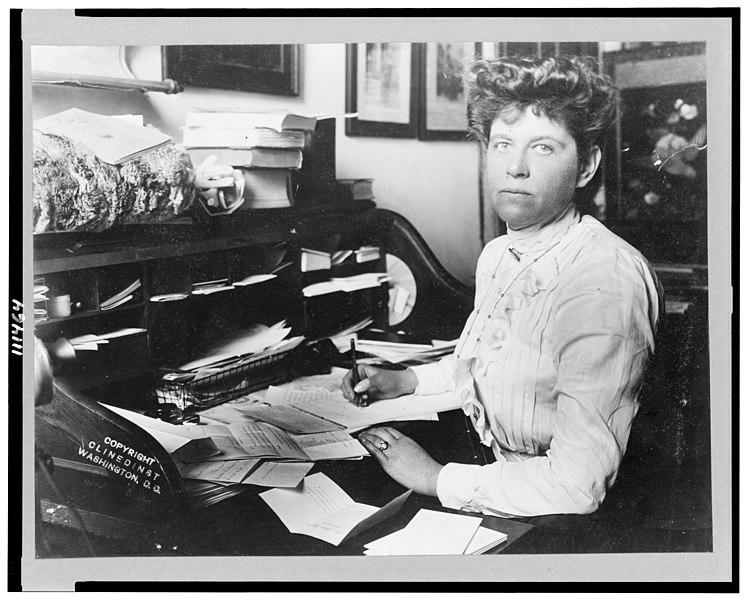 File:Mabel Boardman, half-length portrait, seated at desk ...