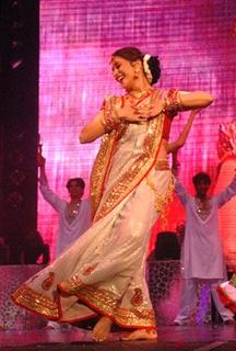 Dola Re Dola 2002 song by Kavita Krishnamurthy, Shreya Ghoshal and KK
