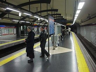 Cuatro Caminos (Madrid Metro) - Line 2 platforms at Cuatro Caminos