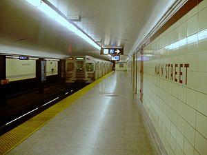 Main Street station (Toronto) - Eastbound subway platform