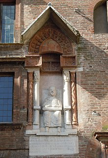Mantova, Piazza Broletto, statua di Virgilio in cattedra[14]