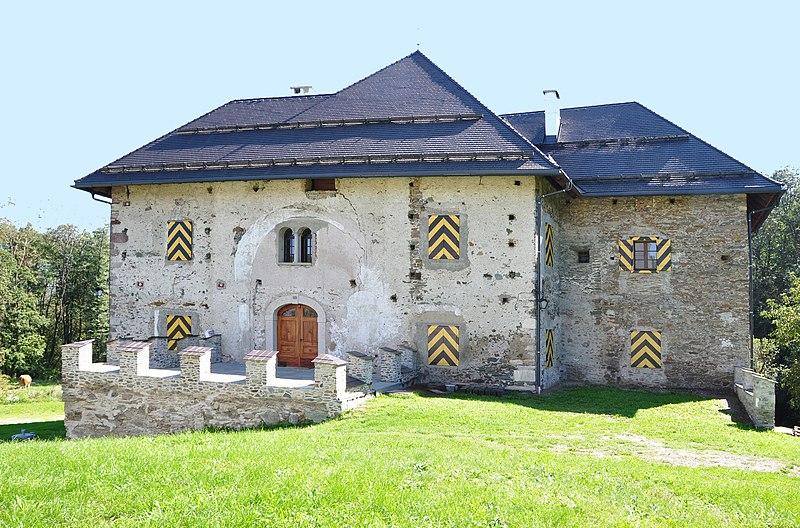 Datei:Maria Saal Moederndorf Schloss Nordansicht 21092010 77.jpg