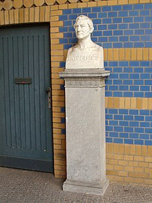 Monument to Hinrich Lichtenstein in Berlin Zoological Garden (Source: Wikimedia)