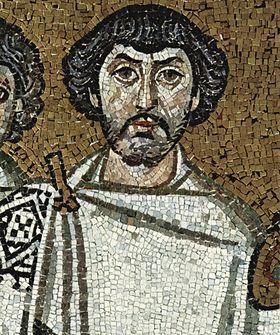 Ce visage barbu, représenté à la droite de l'empereur sur une mosaïque célébrant la reconquête de l'Italie par l'armée byzantine (Basilique Saint-Vital de Ravenne), est probablement celui du général victorieux, Bélisaire.
