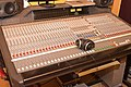Mesa de mezclas analógica de audio Recall.jpg