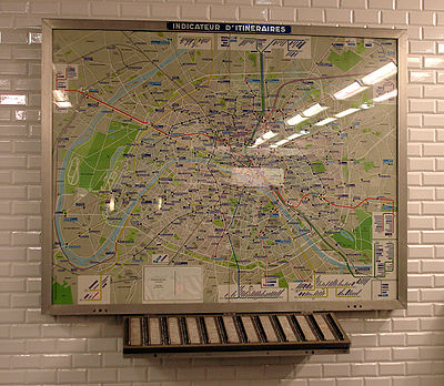 Metro Paris - Ligne 3 - station Pont de Levallois - Becon - Indicateur itineraires.jpg
