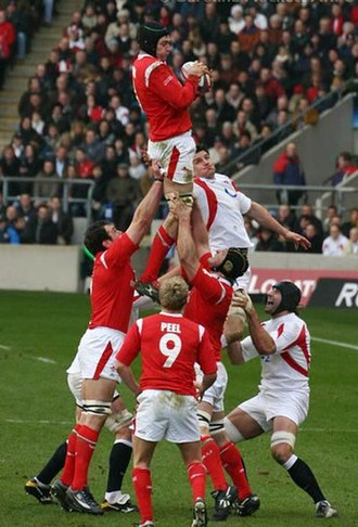 Michael Owen (rugby player) - Owen takes a line-out