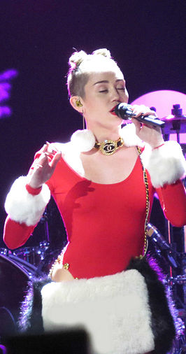 Miley Cyrus tijdens 93.3 FLZ Jingle Ball, December 2013