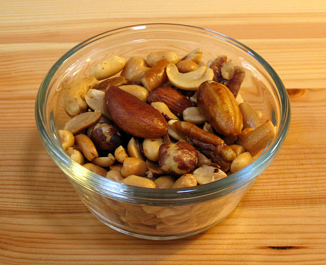 Mixed nuts small wood1