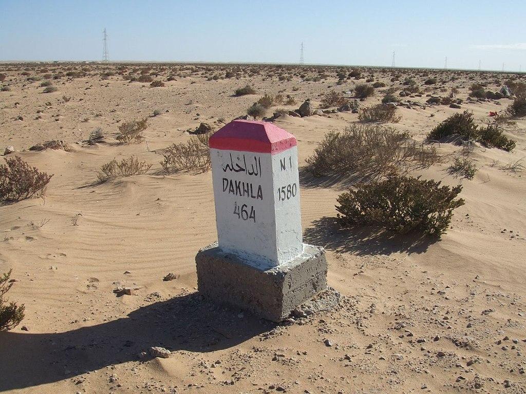 SUBASTA RÁPIDA XV de Cayón del 20 de mayo 1024px-Mojon_kilometrico_en_la_ruta_N1_indicando_464_km_a_Dajla_(Sahara_Occidental)