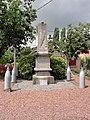 Monchaux-sur-Écaillon (Nord, Fr) monument aux morts.JPG