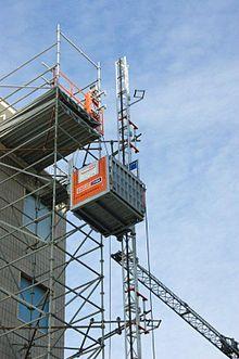 Piattaforma di trasporto e montacarichi wikipedia for Montacarichi da balcone per legna