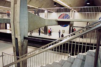 Peel station (Montreal Metro) - The interior of Peel station and its floating mezzanine.