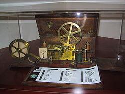 --.--جوجل يغير شعاره في ذكرى سامويل مورس--.-- 250px-Morse_Telegrap