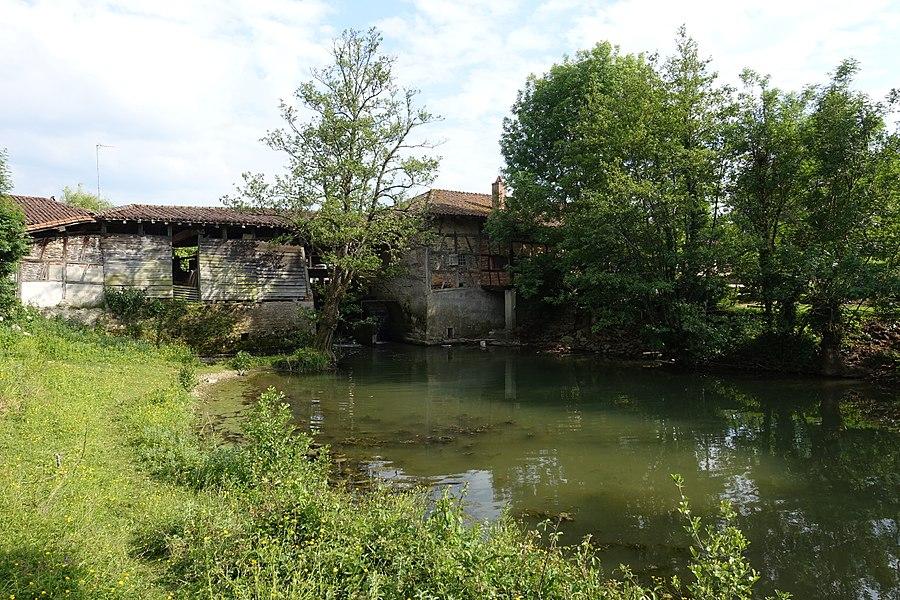 Moulin à eau, dit moulin de Marmont, sur le Sevron à Bény