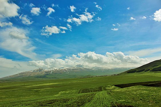 Mount Aragats from Aragatsotn Province.jpg