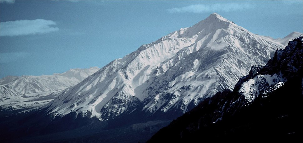 Mt Tom CA from US 395