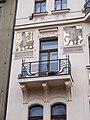Nad Královskou oborou 7, balkón a malby (01).jpg