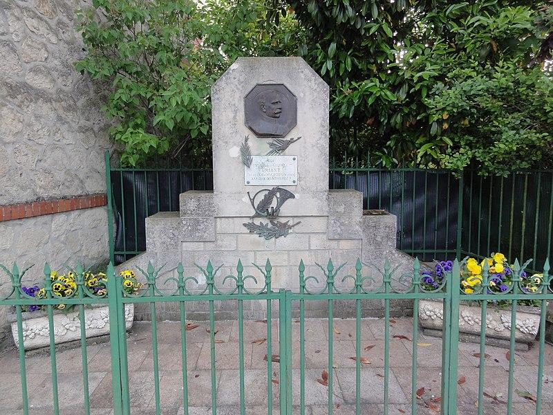 Neufchâtel-sur-Aisne (Aisne) Monument colonel Driant