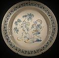 Ngv, maiolica di faenza, piatto con apollo e dafne, 1550-80.JPG