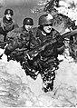 Niemieccy spadochroniarze w górach na froncie włoskim (2-2243).jpg