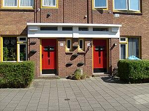 Johannes Bernardus van Loghem - House on the Nijlstraat in Haarlem, front doors in a block of houses designed by Van Loghem