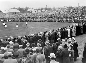 Norwegian Cup Final 1938 spectators.jpg