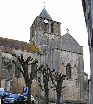 Lusignan, Vienne - Image: Notre Dame et Saint Junien de Lusignan