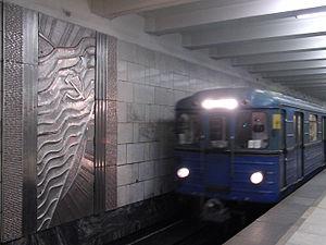 Oktyabrskoye Pole - Train arriving on the platform