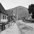 Oláhszentgyörgy 1943, Szemben a Szent Péter és Pál Apostolok ortodox templom. Fortepan 5116.jpg