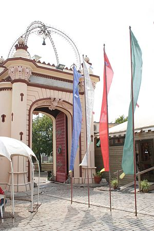 La Plana Novella - The entrance to the Buddhist monastery