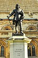 Oliver Cromwell statue, Westminster.jpg