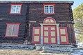 Oppdalsmuseet Bygdemuseum Dørresstuggu Laft tømmerhus Log cottage house ca 1800 Portal 1810 Vår Spring Treverk Old timber Dør tram trapp Porch Skifer Slate etc Oppdal Open-air Museum Norway 2019-04-10 3432.jpg