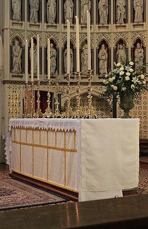 Oxford Oratory - Image: Oxford Oratory altar 2010 04 18
