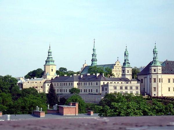 Wzgórze Zamkowe w Kielcach. Fot. Wikimedia Commons, autor: ALasota, lic. CC-BY-SA-3.0.