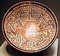 Panama, veraguas, piatto su piede con serpente e figura umana-rettiliforme, 600-800.jpg