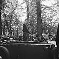 Parade over het Lange Voorhout Prins Bernhard en commandant De Ruyter van Steve, Bestanddeelnr 900-5382.jpg