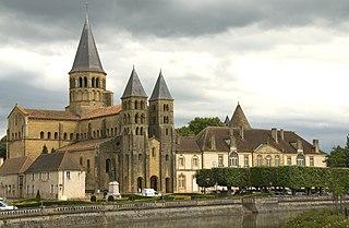 Paray-le-Monial dans LITTERATURE FRANCAISE 320px-ParayLeMonialBasilique