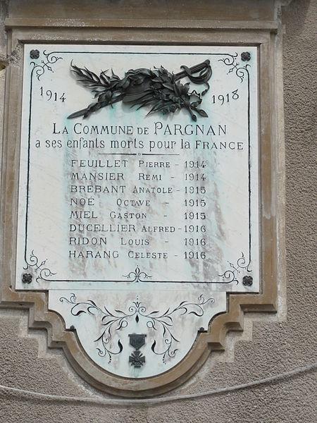 Pargnan (Aisne) mairie, plaque monument aux morts