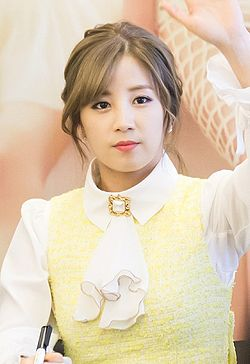 Park Chorong at a fansigning in Yeouido, 6 December 2014.jpg