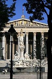 Parlament Pallas-Athene-Brunnen Wien 2007.jpg