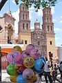 Parroquia de Nuestra Señora de los Dolores con globos.JPG