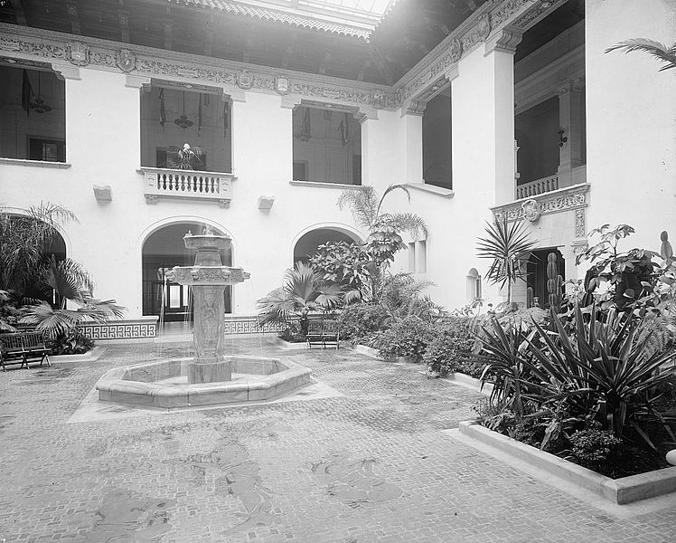 File:Patio and central fountain, Pan American Union.jpg