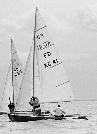 Flying Dutchman (dinghy) - Image: Paul Henderson Sailing the FD KC 41