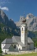 Pfarrkirche Sankt Vigil in Kolfuschg mit Sellagruppe.jpg