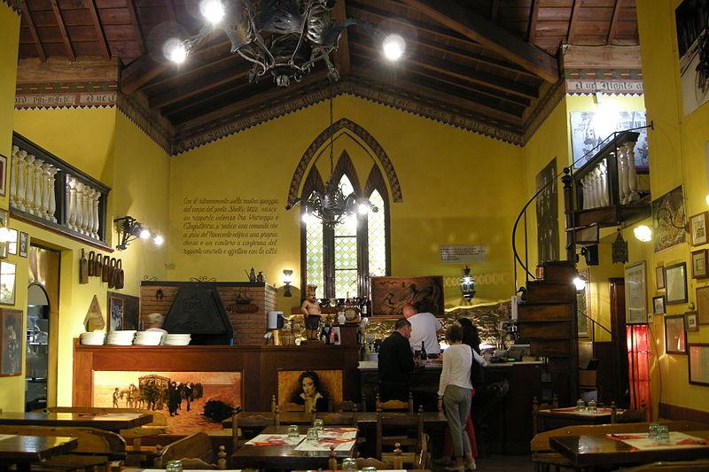 File:Pizzeria, Viareggio, Italy.JPG