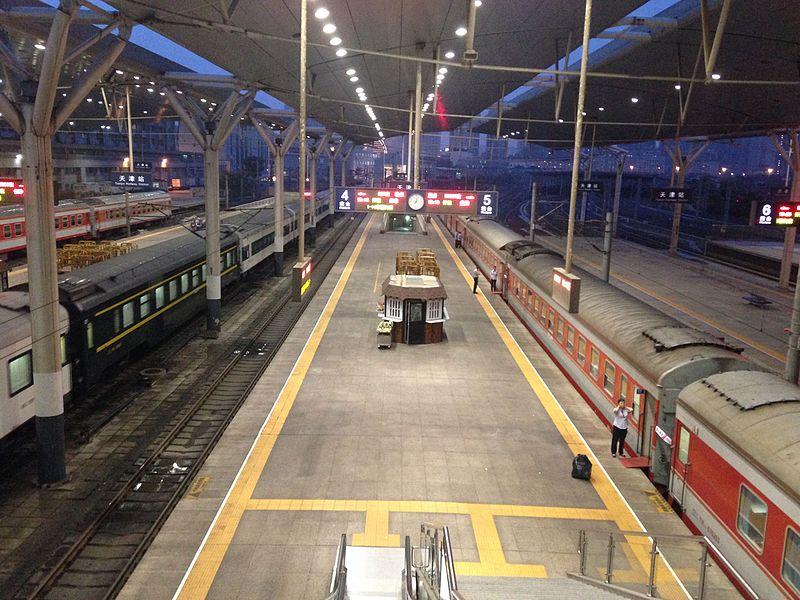 File:Platform of Tianjin Station at night.JPG