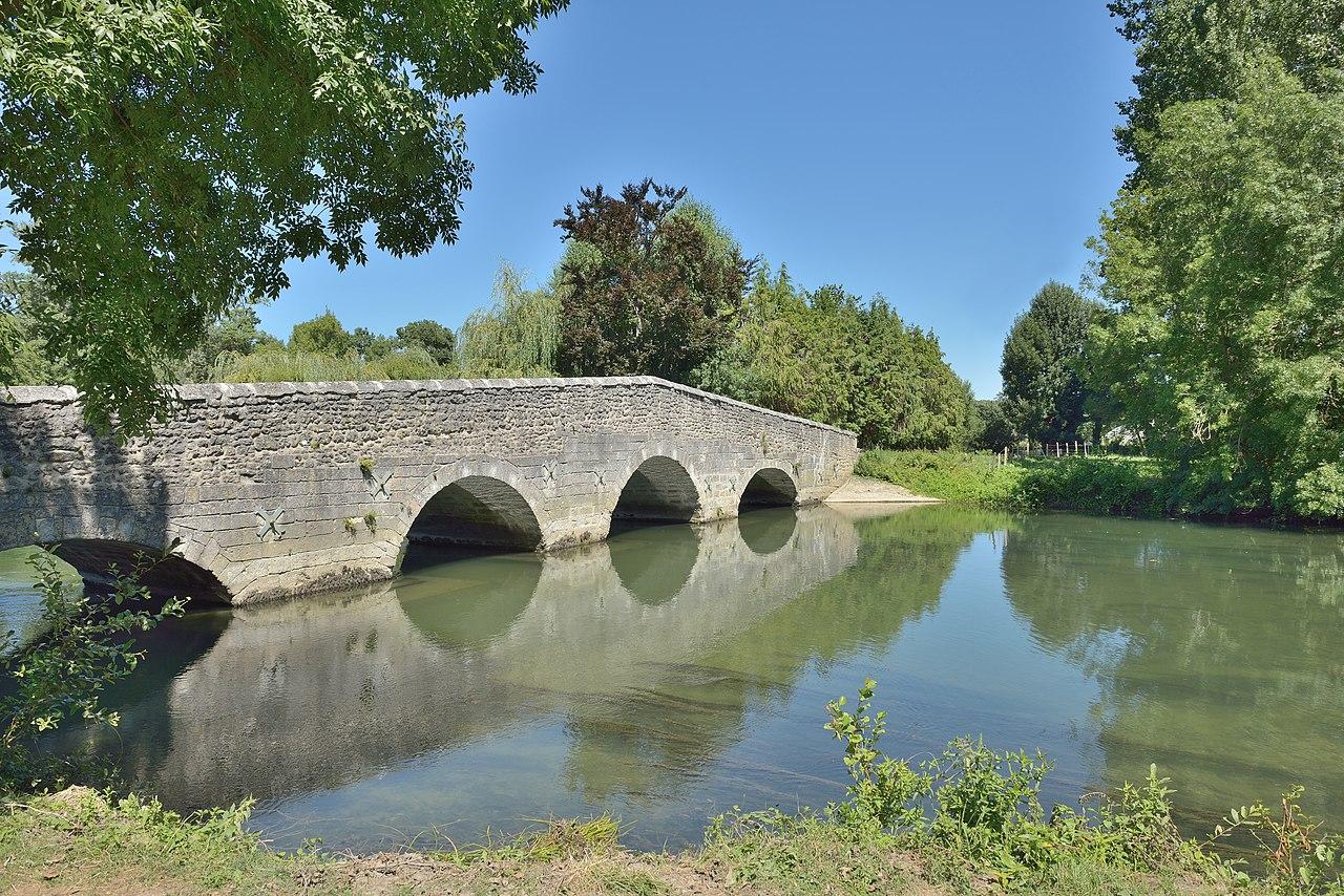 File pont de bois ou pont de bouet jpg wikimedia commons - Petit pont en bois ...