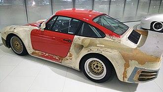 Porsche 959 - Porsche 959 development mule on display at the Porsche Museum